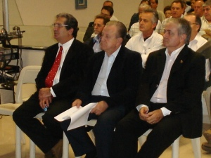 Prefeito Luiz Gonzaga Vieira de Camargo e membros da mesa de trabalhos
