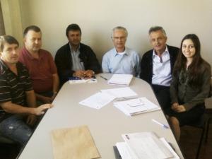 Membros da Comissão Municipal de Emprego recebem a visita de Pedro Ferraz de Camargo, da Igarapé, que irá ministrar o curso de tratores.