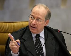 Ministro Celso de Mello é entrevistado no documentário.