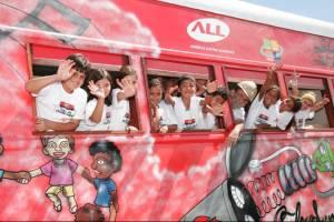 Vagão recebe estudantes da rede municipal de ensino.