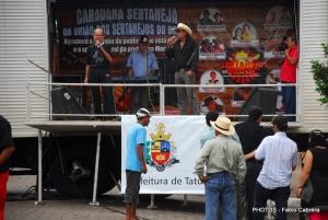 Duplas e cantores sertanejos se apresentaram defronte ao Mercado Municipal.