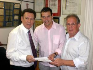 Vereadores Manú e Xavier reivindicam restauração de rodovia ao deputado Campos Machado.