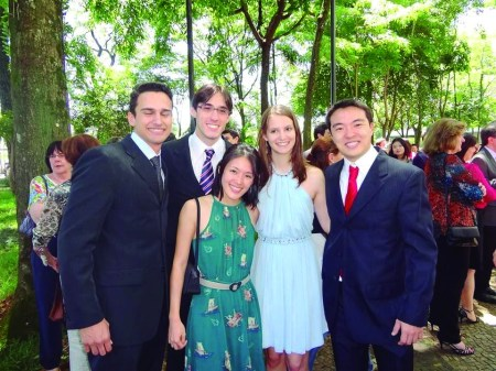 Higino Marangon, Renan Rodrigues Fernandes, Paula Mari, Karina Tiemi Setani e Danilo Y. Nambu, formandos da Faculdade de Medicina da USP.
