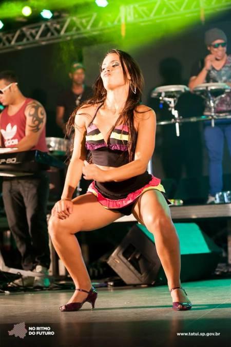 Dançarinas dão show no Carnaval de Tatuí.