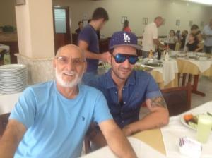 Giovanni Visciglia ao lado do filho Vincenzo, na Trattoria Della Nonna.