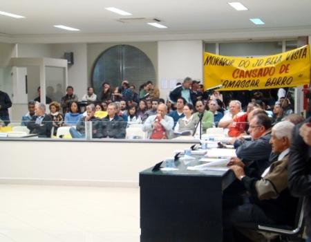 Na foto do arquivo munícipes manifestam na Câmara.