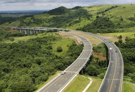 2 - Viadutos da Serra de Botucatu_SP 280 Rodovia Castello Branco - km 205_Foto CCR SPVias_Crédito Digna Imagem Clóvis Ferreira - COR