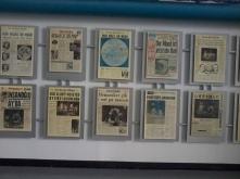 Jornais com notícias da chegada do homem a Lua